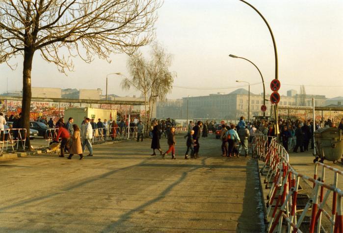 Am Grenzübergang Potsdamer Platz