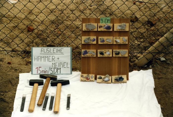 Werkzeugverleih für Mauerspechte und Verkauf von Mauerstücken