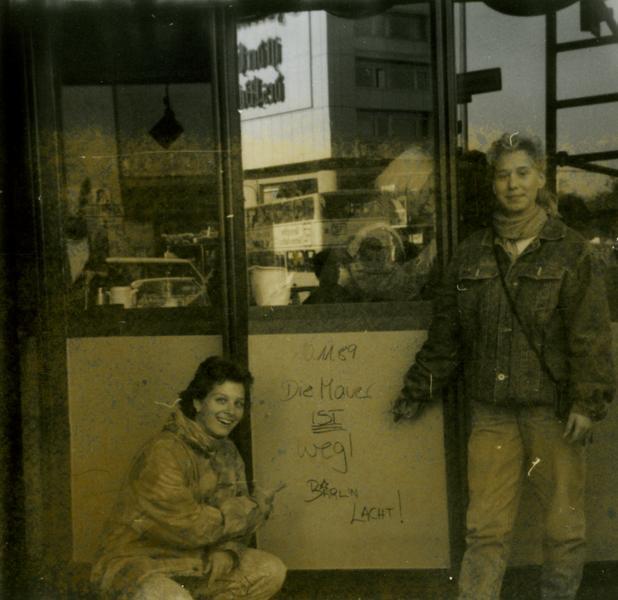 Posieren vor Graffiti