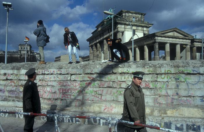 Auf der Mauer am Brandenburger Tor