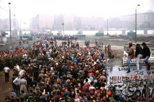Am neuen Grenzübergang Potsdamer Platz