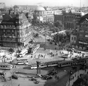 Potsdamer Platz mit Verkehrsturm
